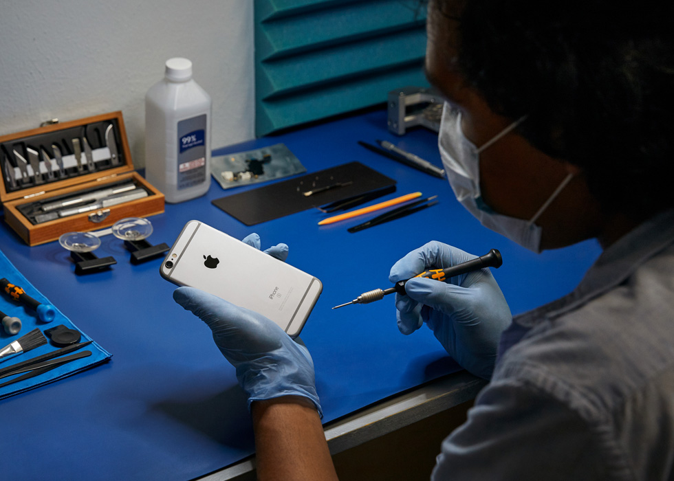 Apple expands iPhone repair services to hundreds of new locations across the US